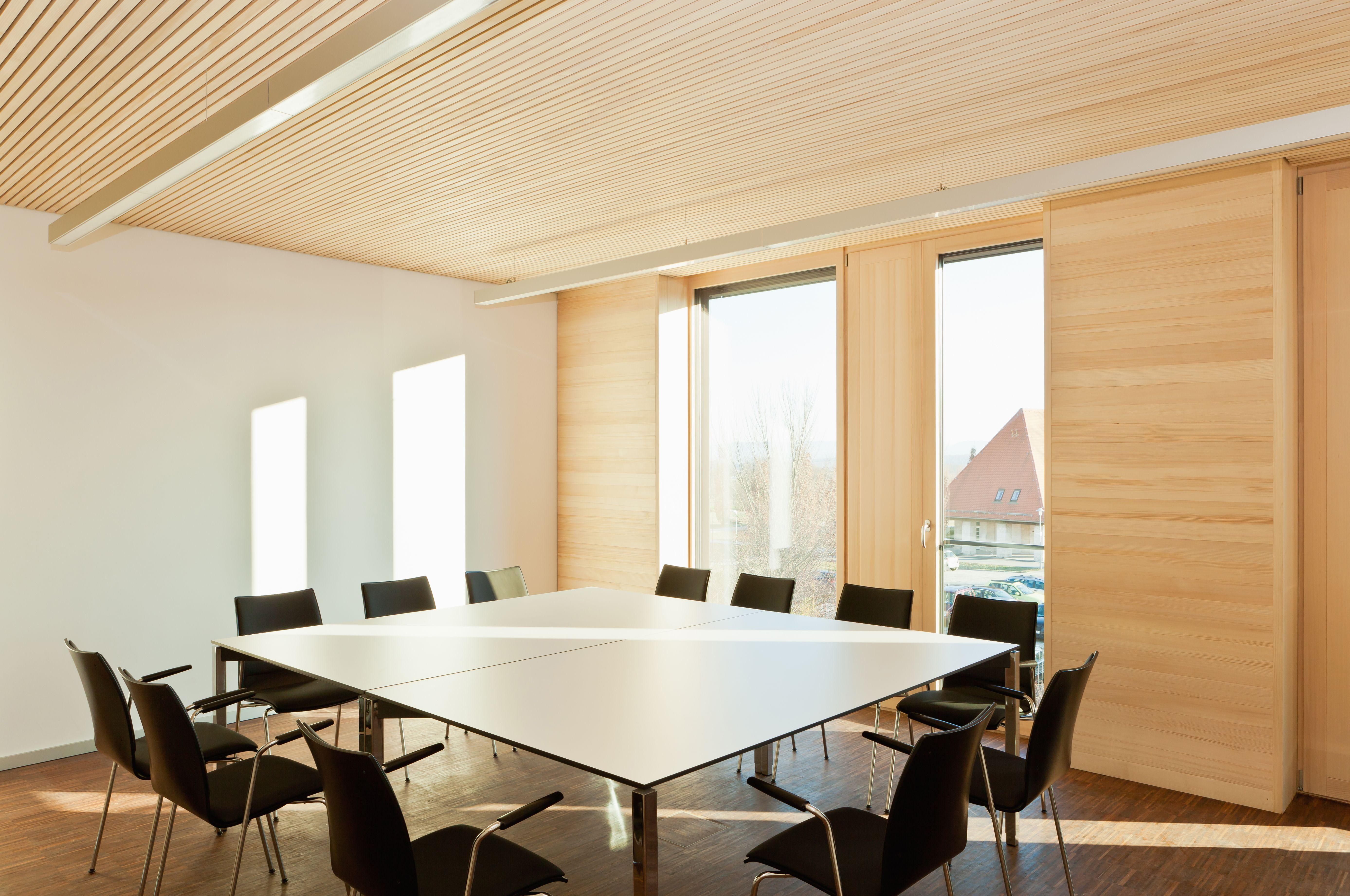 akustikplatten wei tanne schallabsorbtion schalld mmung leise konferenzr ume konferenz. Black Bedroom Furniture Sets. Home Design Ideas