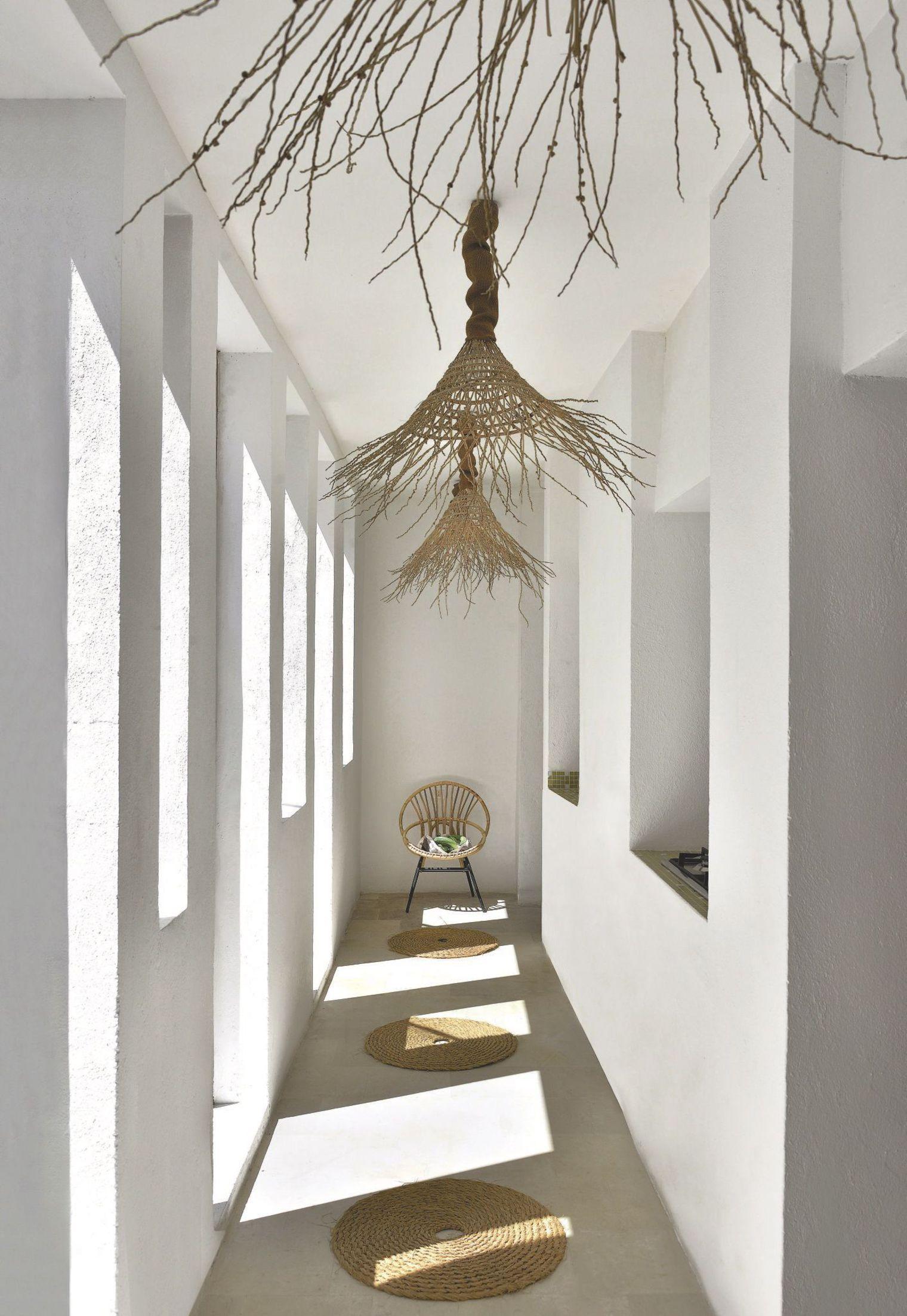 Inspiración | #Pasillos muy NÓRDICOS  Madera, blanco sobre blanco y PLUS de luminosidad. #FelizViernes  #interiorismo #decoración