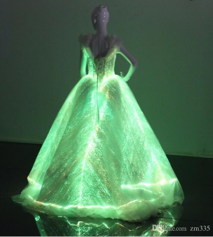 fiber-optic-and-lace-met-gala-fashion-light.jpg (707×784 ...