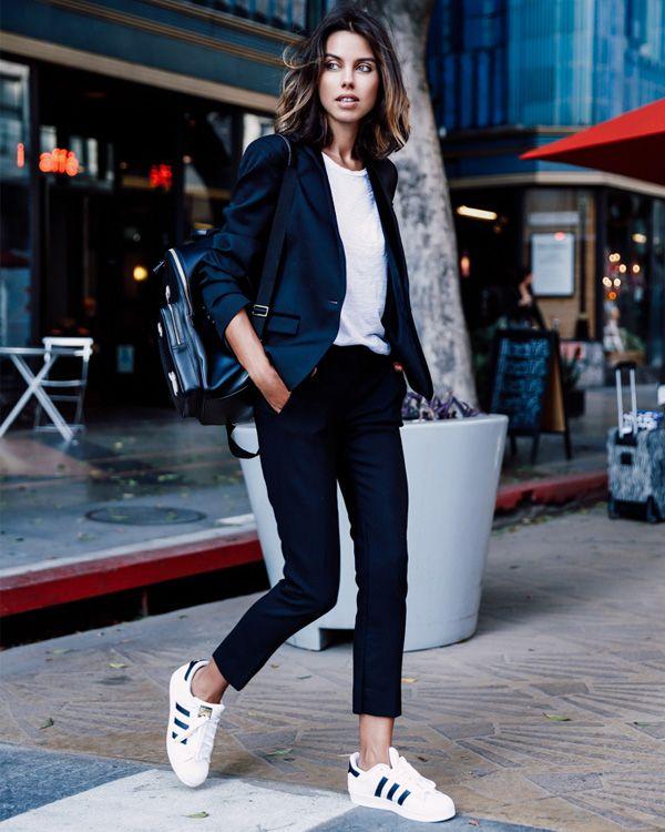 294b0c4005d look annabelle fleur calça preta tênis branco blazer