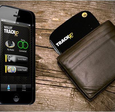 """Design de produto + Criatividade :     Conheça o """"Wallet TrackR"""", um dispositivo que você coloca na sua carteira e, através do aplicativo, localiza o mesmo."""