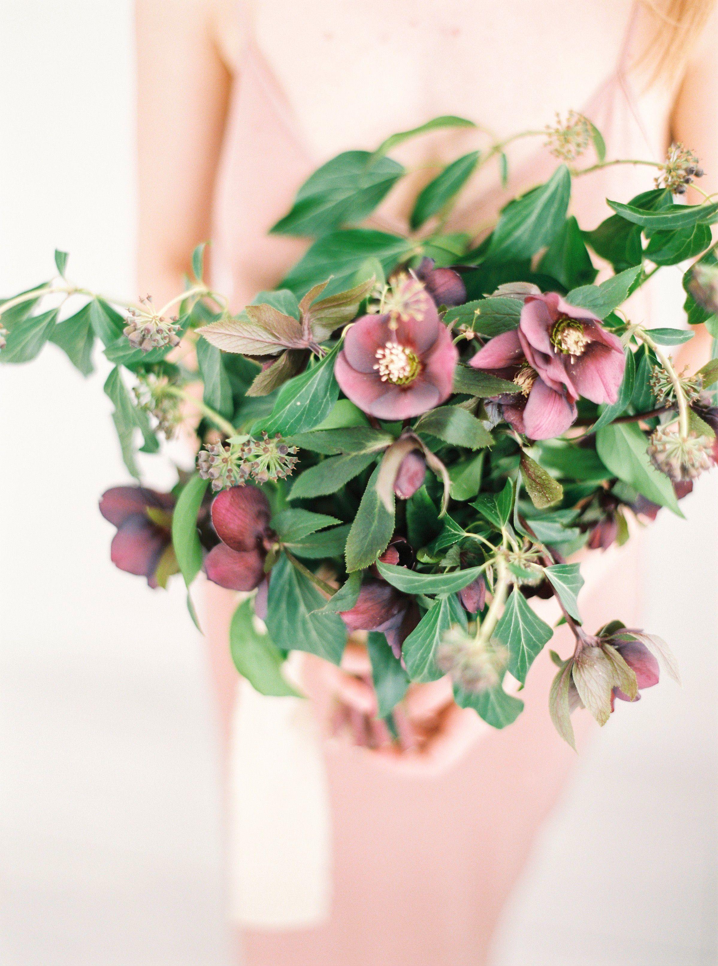 Bukiet Slubny Z Ciemiernikow Bukiet Na Slub Zima Minimal Wedding Bouquet For Winter Wedding Hellebore Bride Bouquet Floral Floral Wreath Bouquet