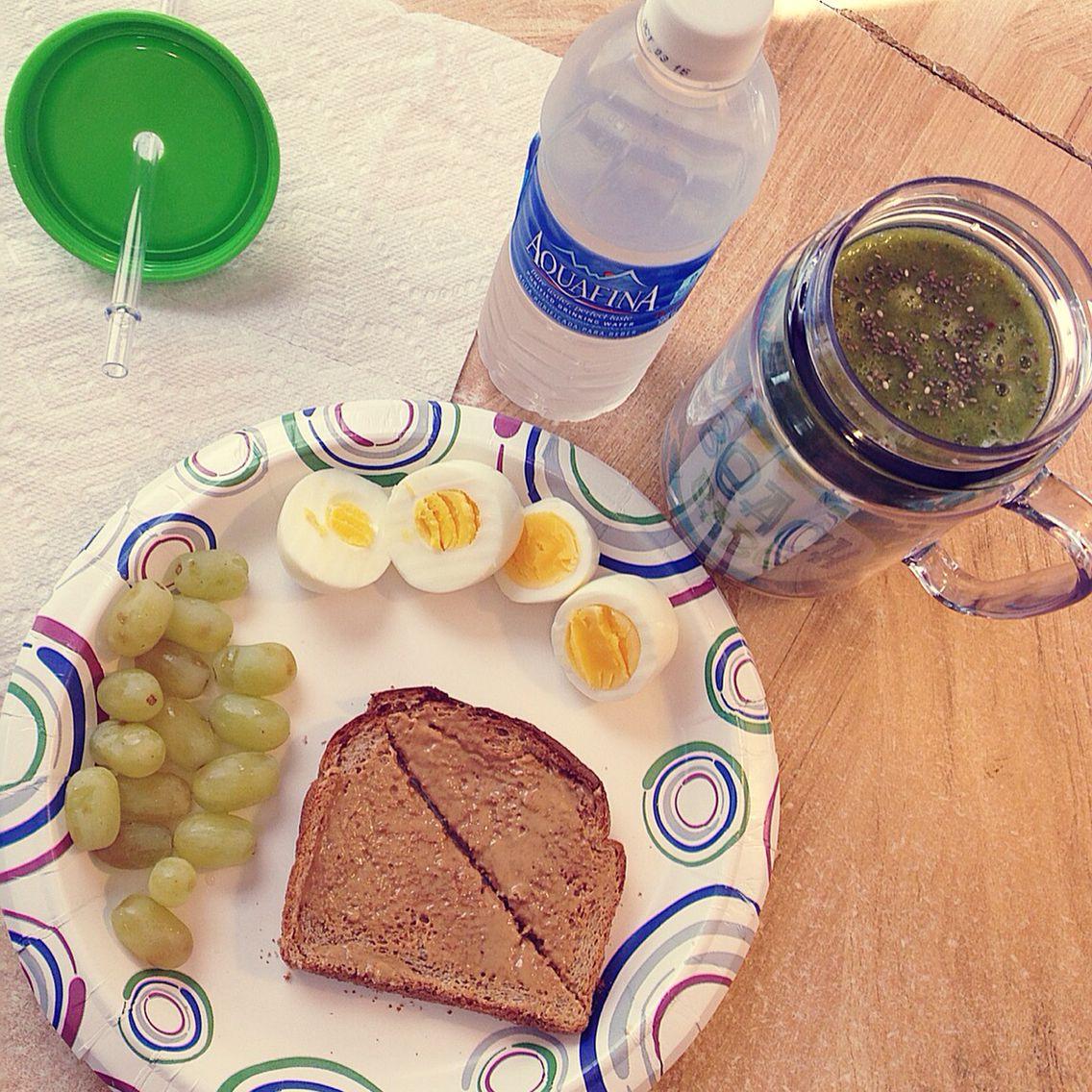 My breakfast I had today! #HealthyEating #Healthy #GreenSmoothie #Yummy