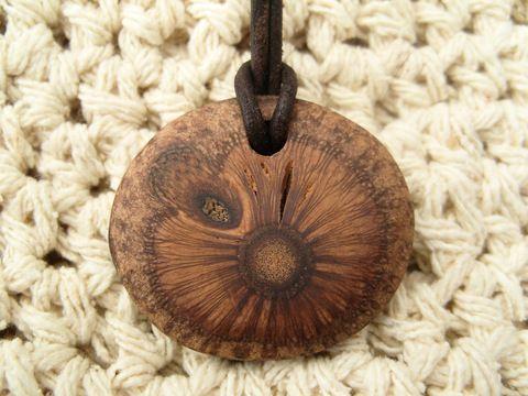Banksia Zapfen Holzschmuck Anhänger Unikat