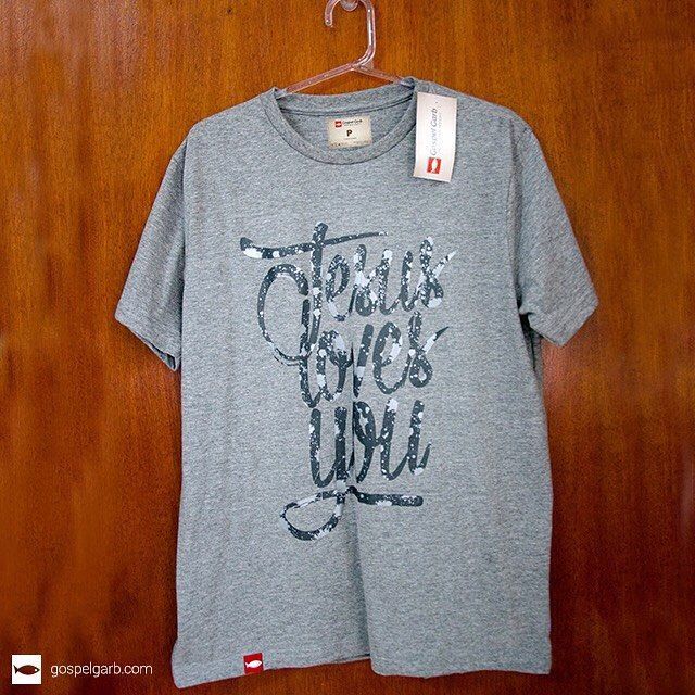 Jesus ama você! #gospel #camisetasevangelicas #camisetagospel #gospelgarb #boatardee #boanoite