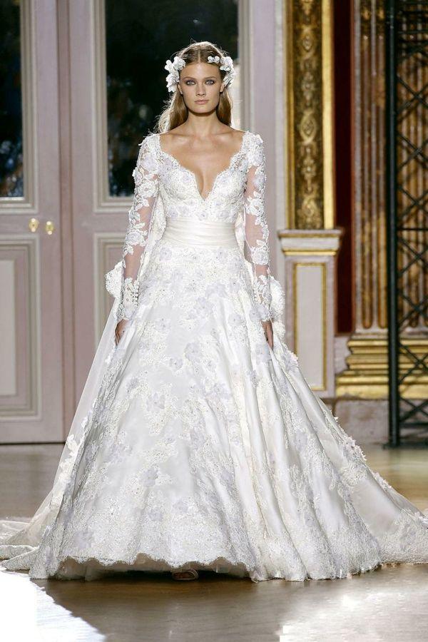 V-Dekolleté-Brautkleid-Designer-Kleid | Hochzeit | Pinterest ...