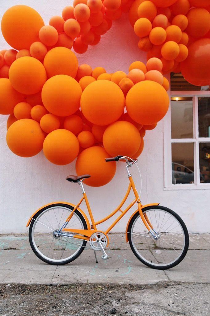 Sie können die Farbe Orange überall finden, in Blumen, in den Haaren von Menschen, Autos, und... #inspiringpeople