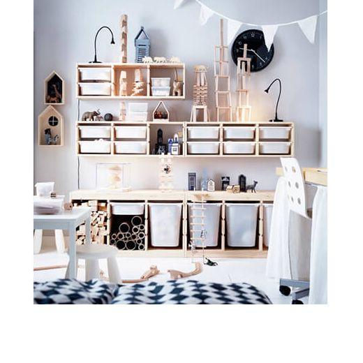 Soluci n de almacenaje trofast sobre una pared blanca spaces ikea toy storage ikea y playroom - Ikea almacenamiento ninos ...