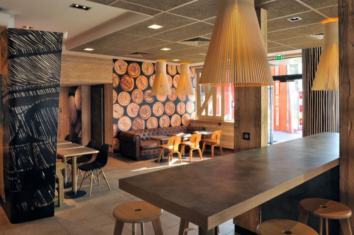 Déco de restaurant : MacDonald\'s Wood & Stone   Wood stone ...