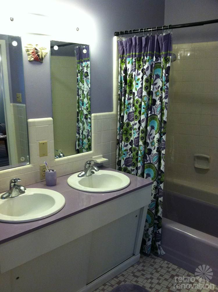 Our Recent Tour Of Sarah S Round House Promised A Closer Look At Her Gorgeous Purple Bathroom But Lavender Lavatory Has Not Always Looked So