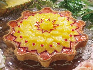 Qu'il fait bon    Golden pineapple and rose tart.