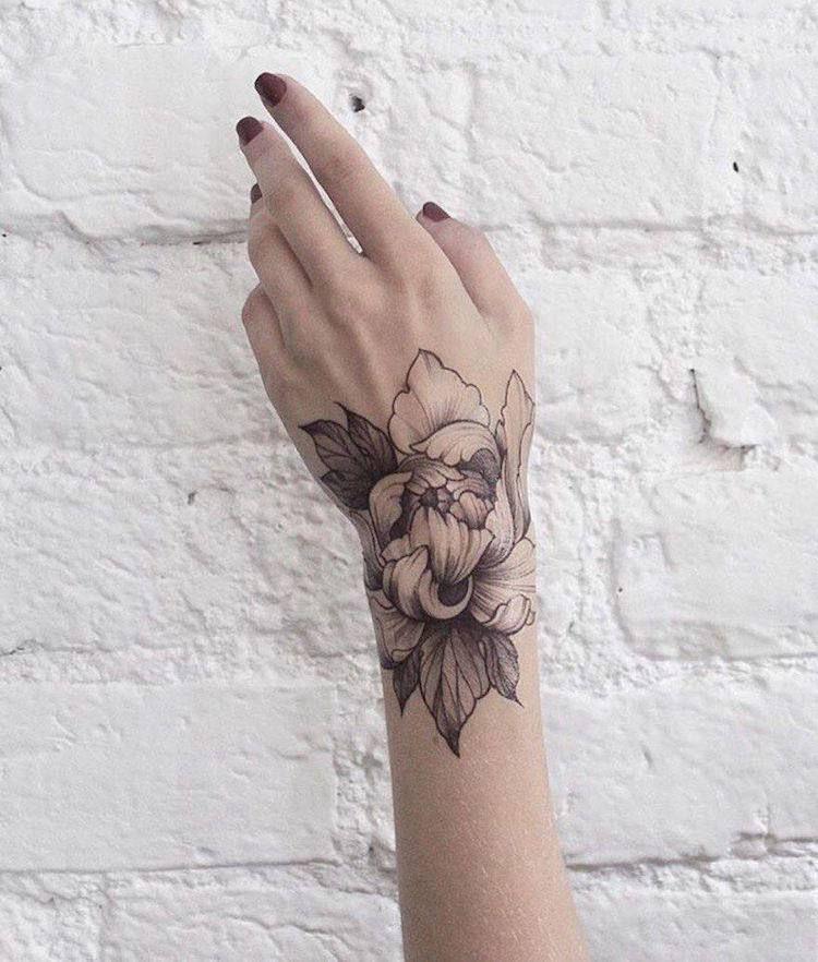 quel tatouage fleur est fait pour vous 100 inspirations qui vous feront sauter le pas tattoo. Black Bedroom Furniture Sets. Home Design Ideas
