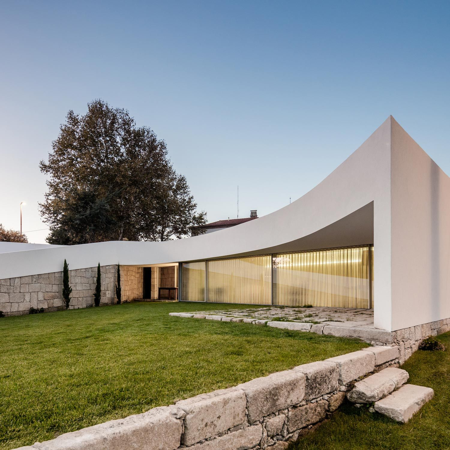 Edjo curved house in famalicão designed by noarq caandesign architecture and home design blog
