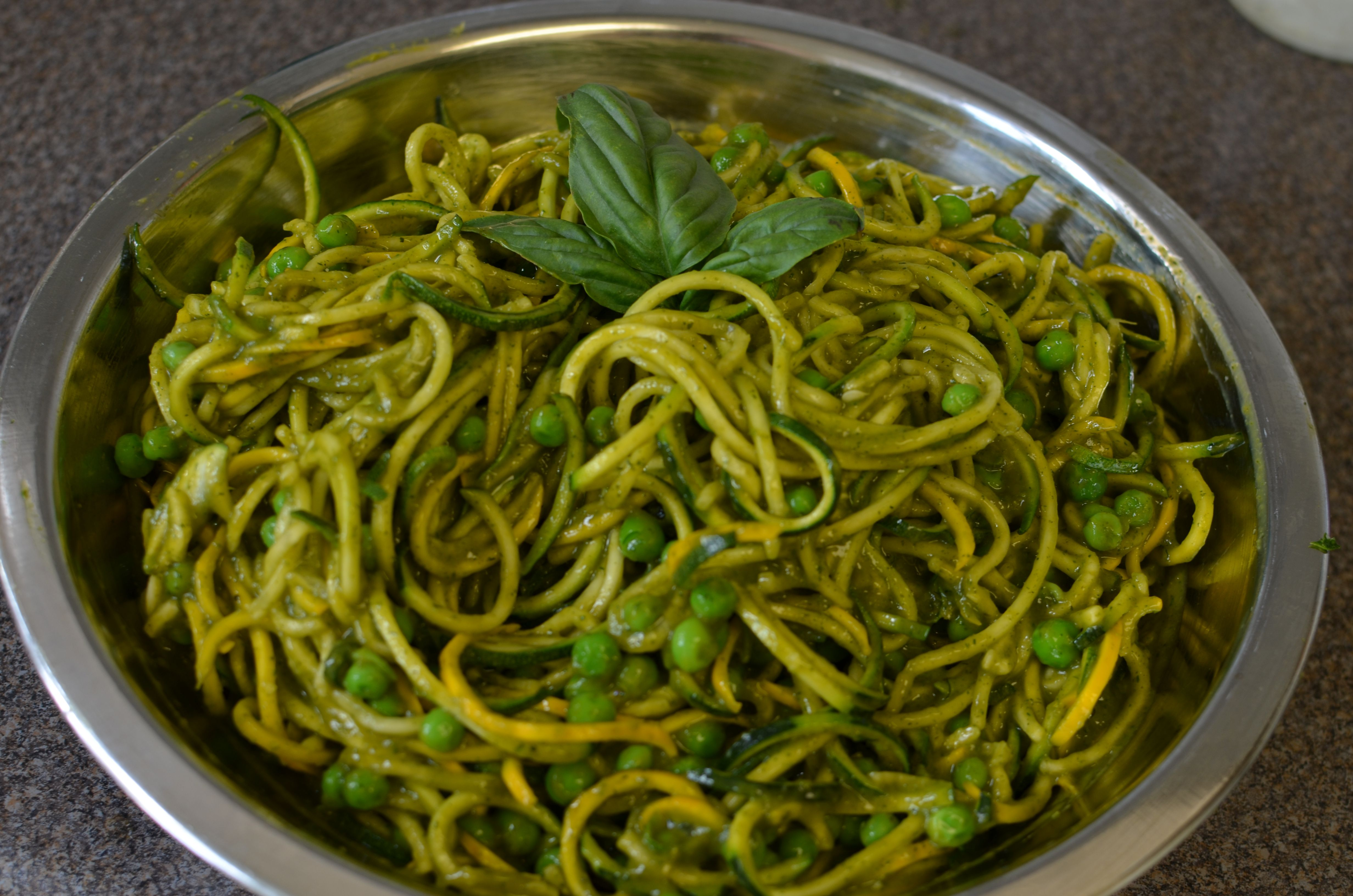 Raw dill mango and zucchini pasta recipe httpyoungandraw raw dill mango and zucchini pasta recipe httpyoungandraw forumfinder Image collections