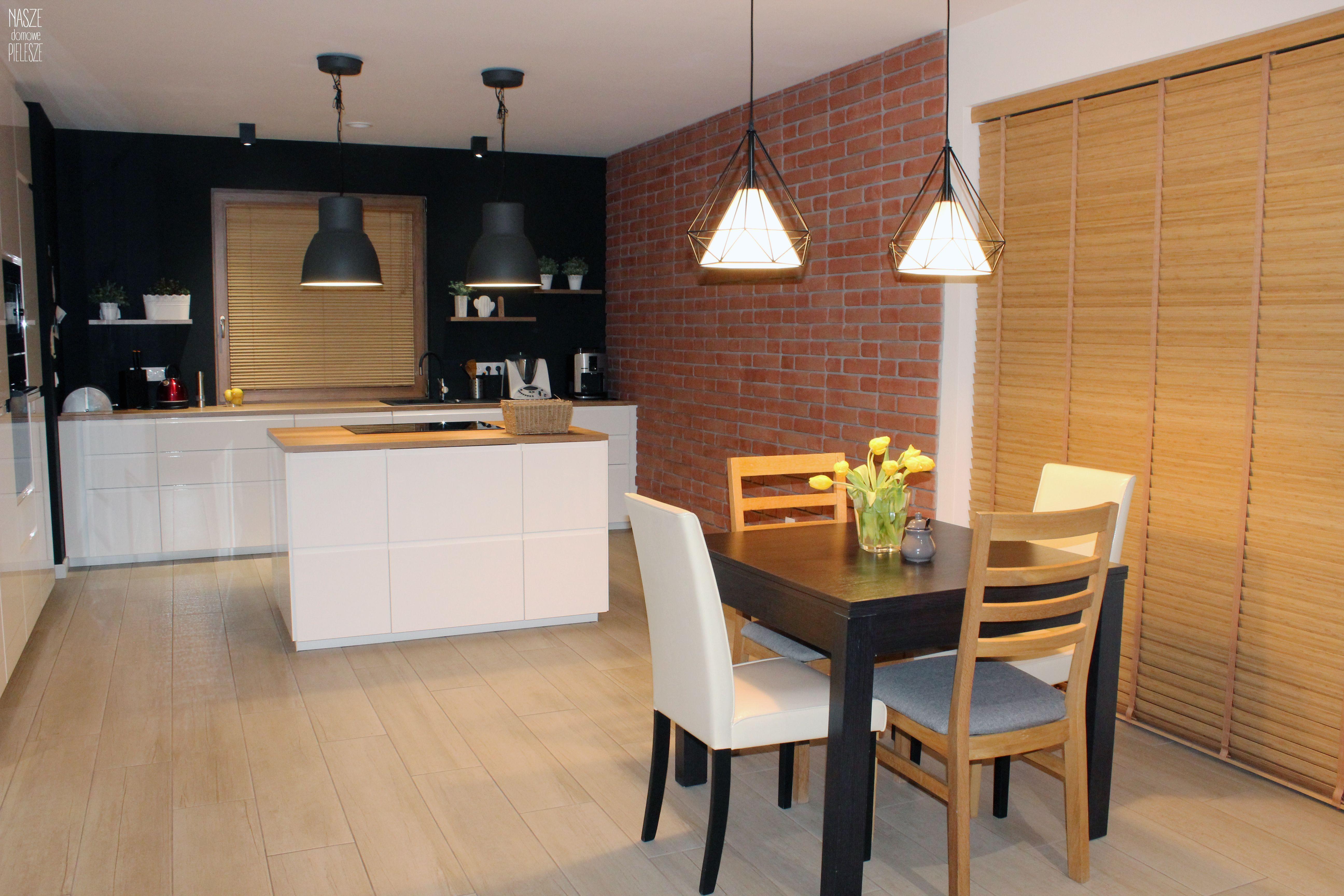 Zaluzje Roznej Wielkosci W Jednym Pomieszczeniu Decor Home Decor Furniture