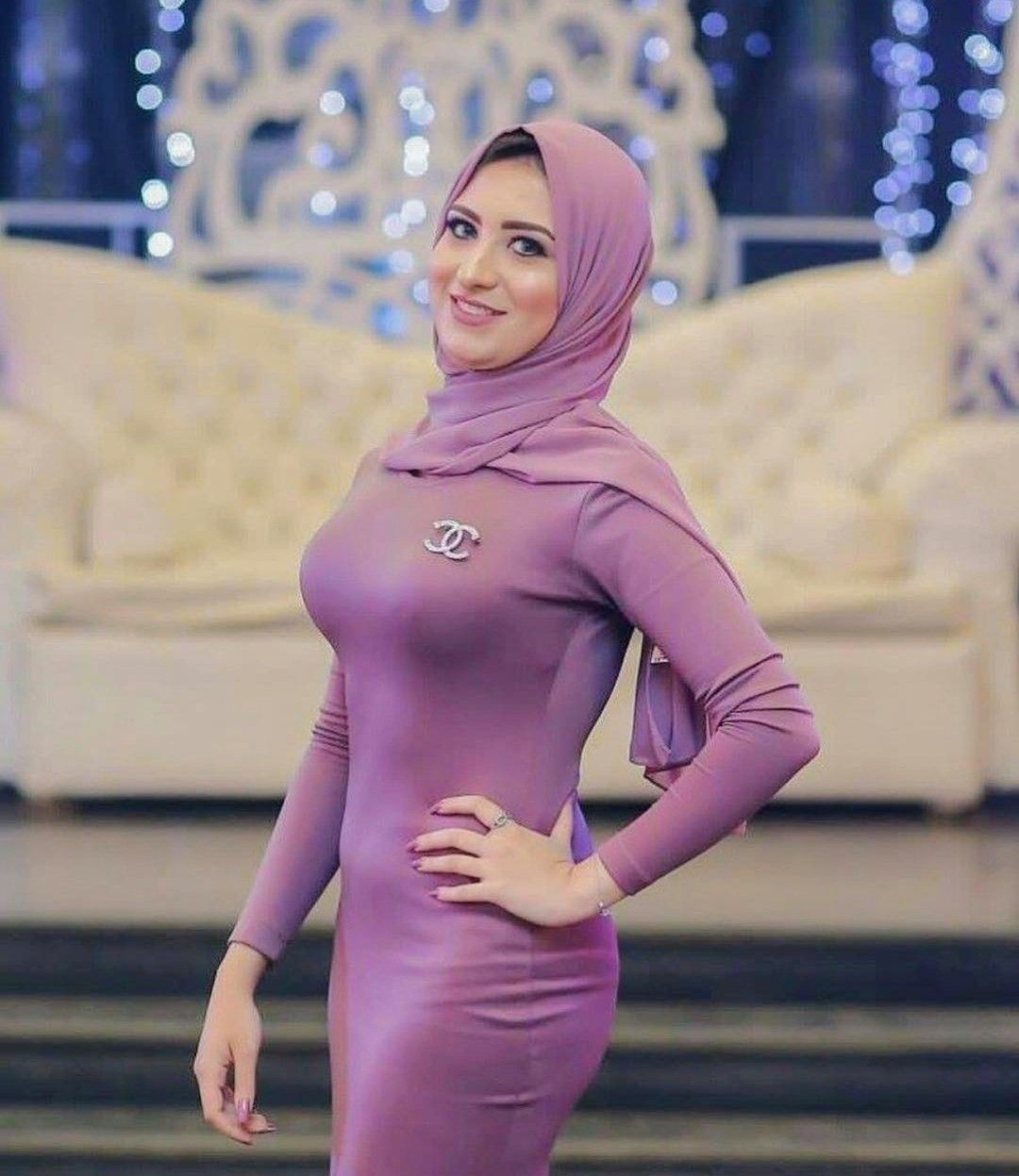 Hot chick with hijab