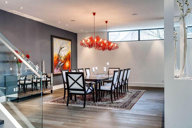 Diseño de casa de dos pisos que impresiona con fachada rústica y