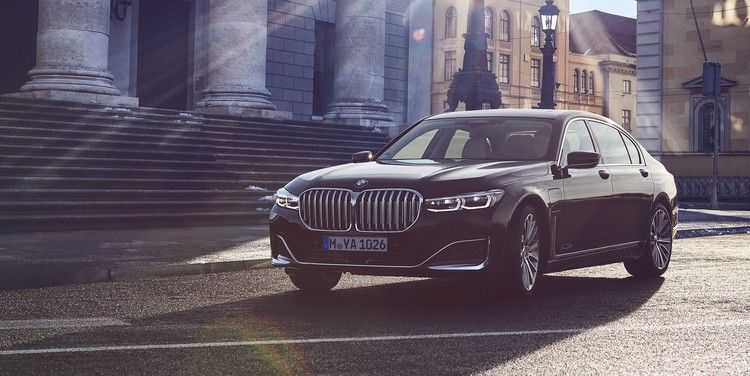 See The New 2020 Bmw 7 Series Plug In Hybrids Car And Driver In 2020 Bmw New Bmw Bmw 7 Series