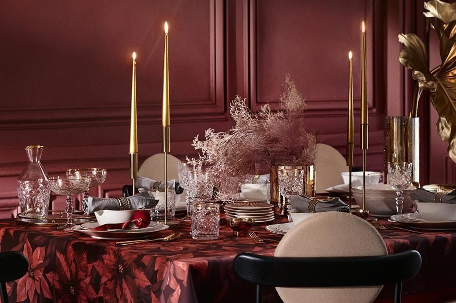 37 Beautiful Christmas Table Decorating Ideas Loveproperty Com Lush Deco Christmas Table Christmas House Decorations Inside Christmas Decorations For The Home