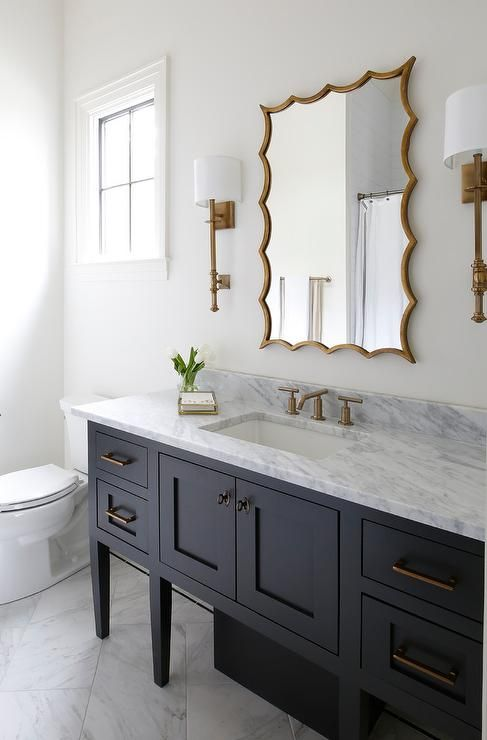 Antique Brass French Sconces Flank A Gold Leaf Vanity Mirror Hung Over A Black Washstand Accented Relooking Salle De Bain Idee Salle De Bain Salle De Bain Noir