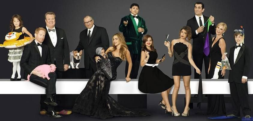 Great Group Shot Of The Cast Of Modern Family Modern Family Modern Family Season 5 Modern Family Luke