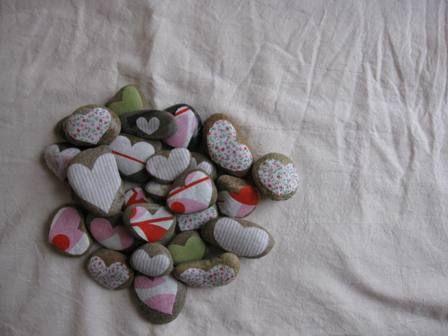 valentine heart rocks from artfulparent.typepad.com