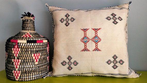 housse de coussin berb re en sabra fait main par. Black Bedroom Furniture Sets. Home Design Ideas