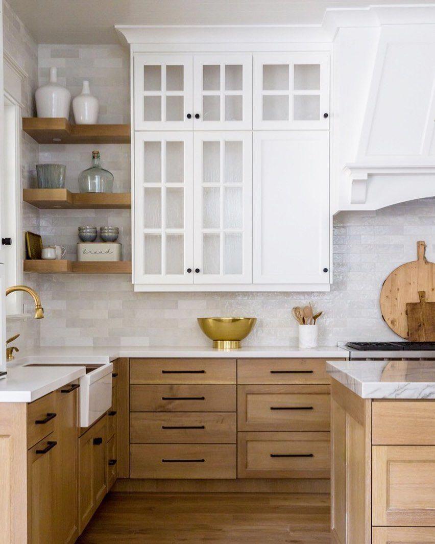 Blond Oak Wood Kitchen With Marble Countertops And Simple White Upper Cabinets I Lo Modern Wood Kitchen Marble Countertops Kitchen Scandinavian Kitchen Design