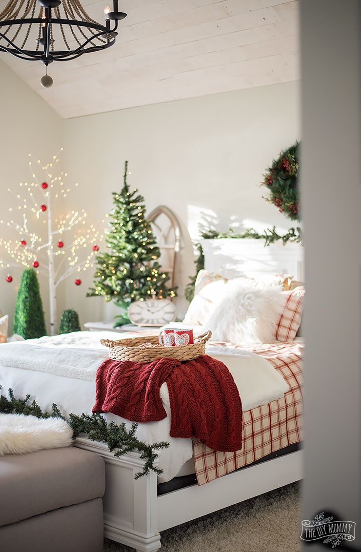 Traditional Christmas Bedroom Decor Ideas Mom S Lake House The Diy Mommy Christmas Decorations Bedroom Christmas Bedroom Christmas Room Decor