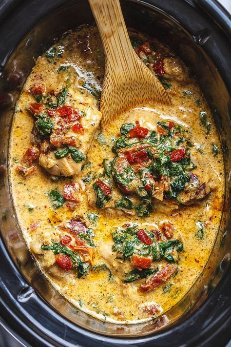 CrockPot Tuscan Garlic Chicken With Spinach and Sun-Dried Tomatoes #healthycrockpots