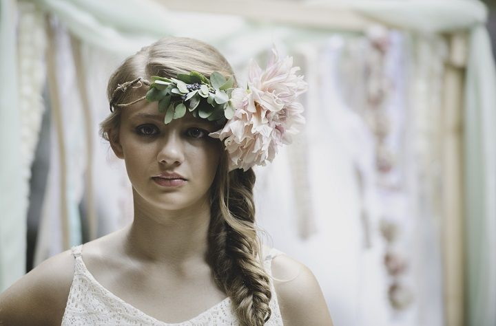 Chic Bohemian Bridal hairstyle | fabmood.com #bohemianwedding #bridalstyle #hairstyles