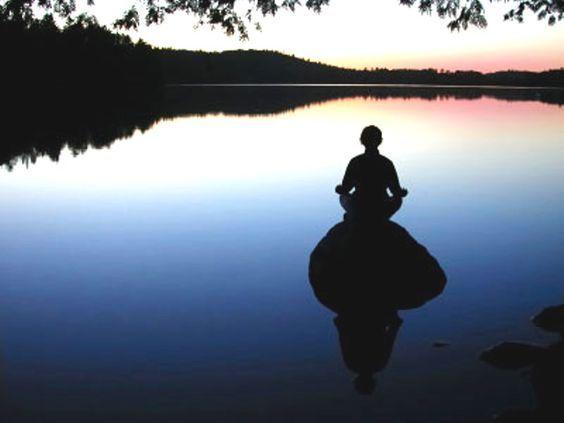 Meditare significa che i pensieri vengano e vadano, consapevoli del loro giungere, permanere ed andarsene. #yoga #pensieri