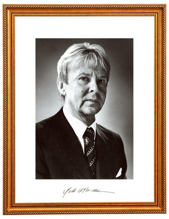 """The Presidential Portrait"" of Matti Nykänen, the greatest Ski Jumper of all times, image manipulation in the finnish newspaper Helsingin Sanomat"