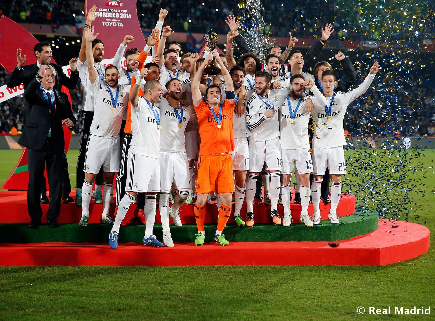 The Real Madrid Cf Celebrate With The Fifa Club World Cup Trophy During A Presentation Ceremony Real Madrid Football Club Real Madrid Win Real Madrid Football