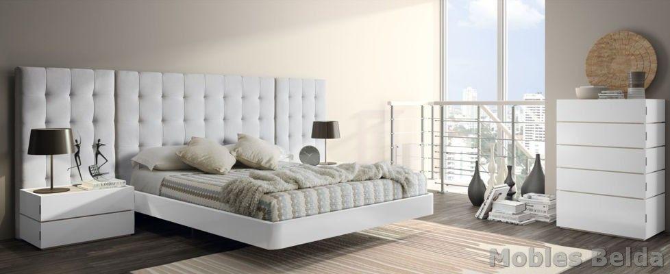 Dormitorio matrimonio con cabecero tapizado de 288 cm en color ...