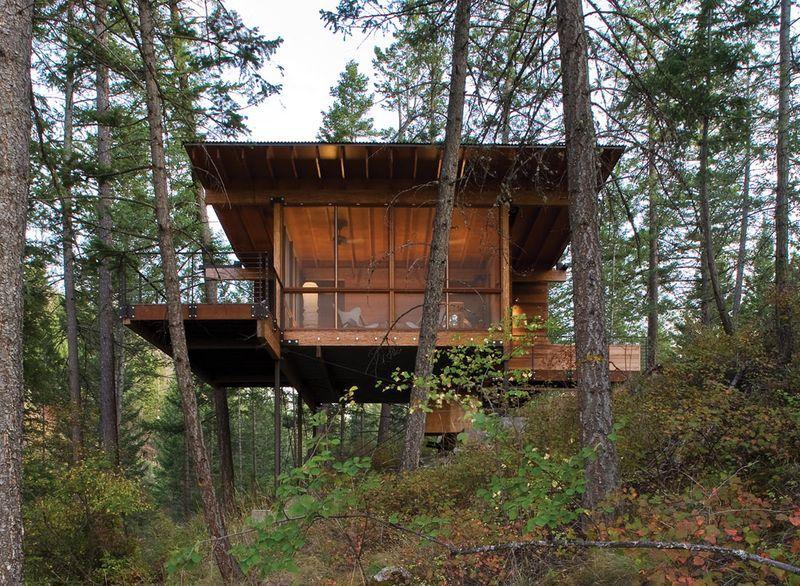 Charmante Maison Bois Sur Pilotis Bordant Le Lac Flathead Dans Le Montana Maison Bois Maison Sur Pilotis Cabine En Bois