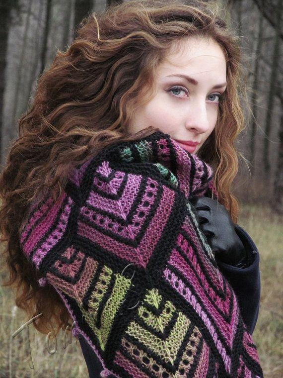 Knit shawl  big kerchief  triangular bulky shawl  от TominasName