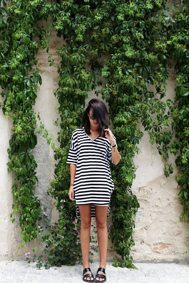 Oversized dress (Sheinside). Sandals (Zara).