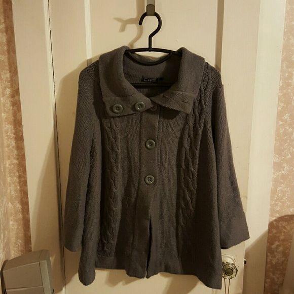 Flowly Cardigan Grey knit cardigan, 5 button, quarter sleeve, opens half way. Sweaters Cardigans
