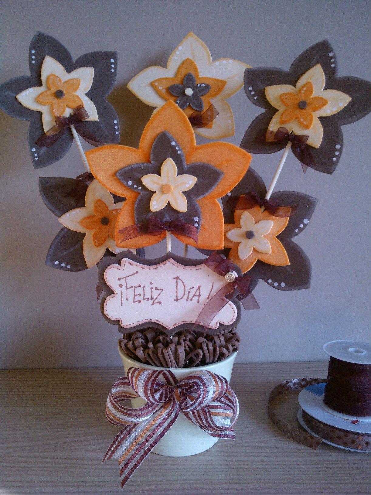 Maceta decorada flores goma eva | Lembrancinhas em eva, Lembrancinhas de  aniversario infantil, Festa brinquedos antigos