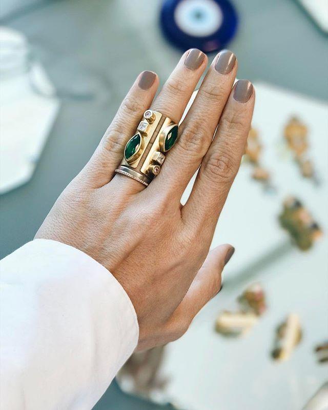 Mi adiccion a los accesorios se está poniendo cada vez peor... amor amor por este anillo @macchiavella_jewerly #MadeInLatam ❤❤ #statement #MasEsMas #jewelry