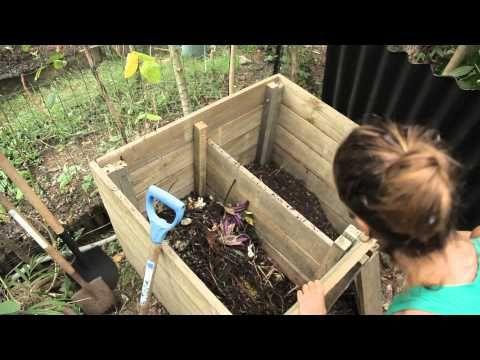 comment fabriquer un bac à compost - youtube | permaculture ... - Comment Fabriquer Un Composteur Exterieur
