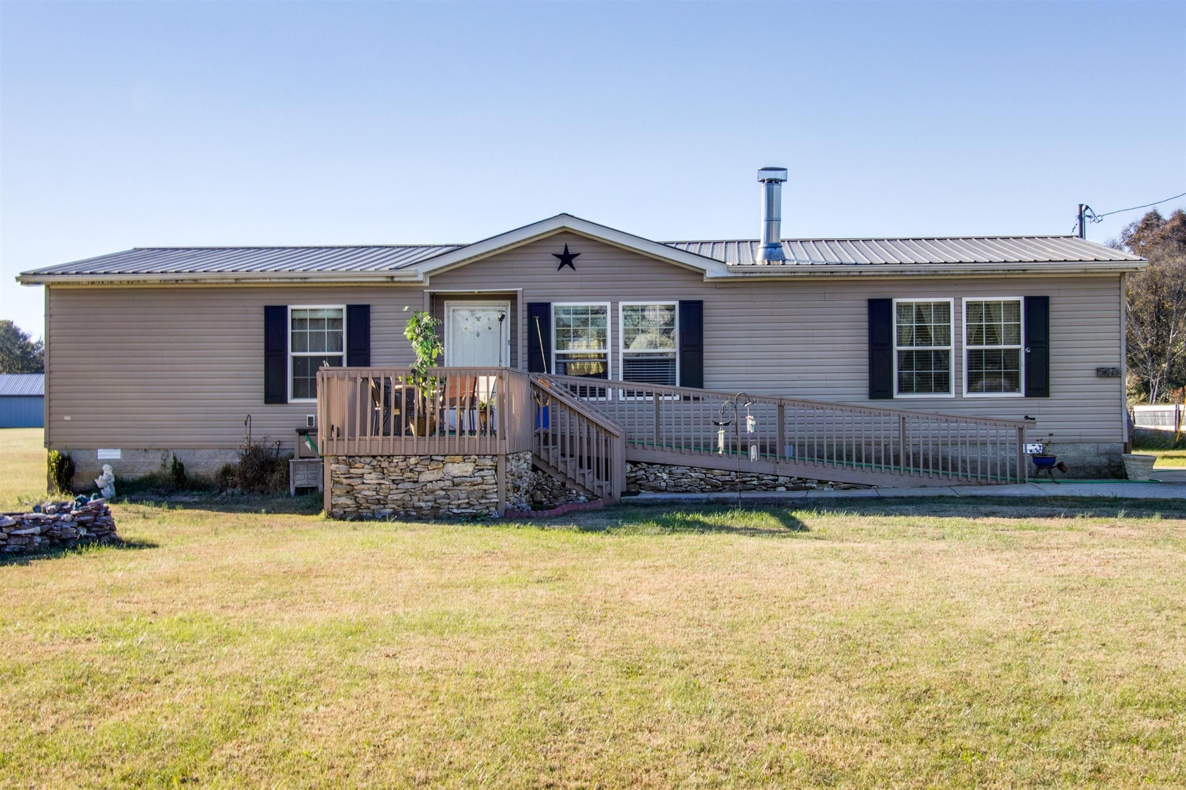 5278 Tobe Robertson Rd Columbia Tn 38401 4 Bed 2 Bath 190 000 Like New On Almost 3 Estate Homes Real Estate Property