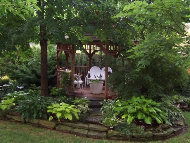 Simple and appealing little gazebo getaway in the shade for Garden getaway designs
