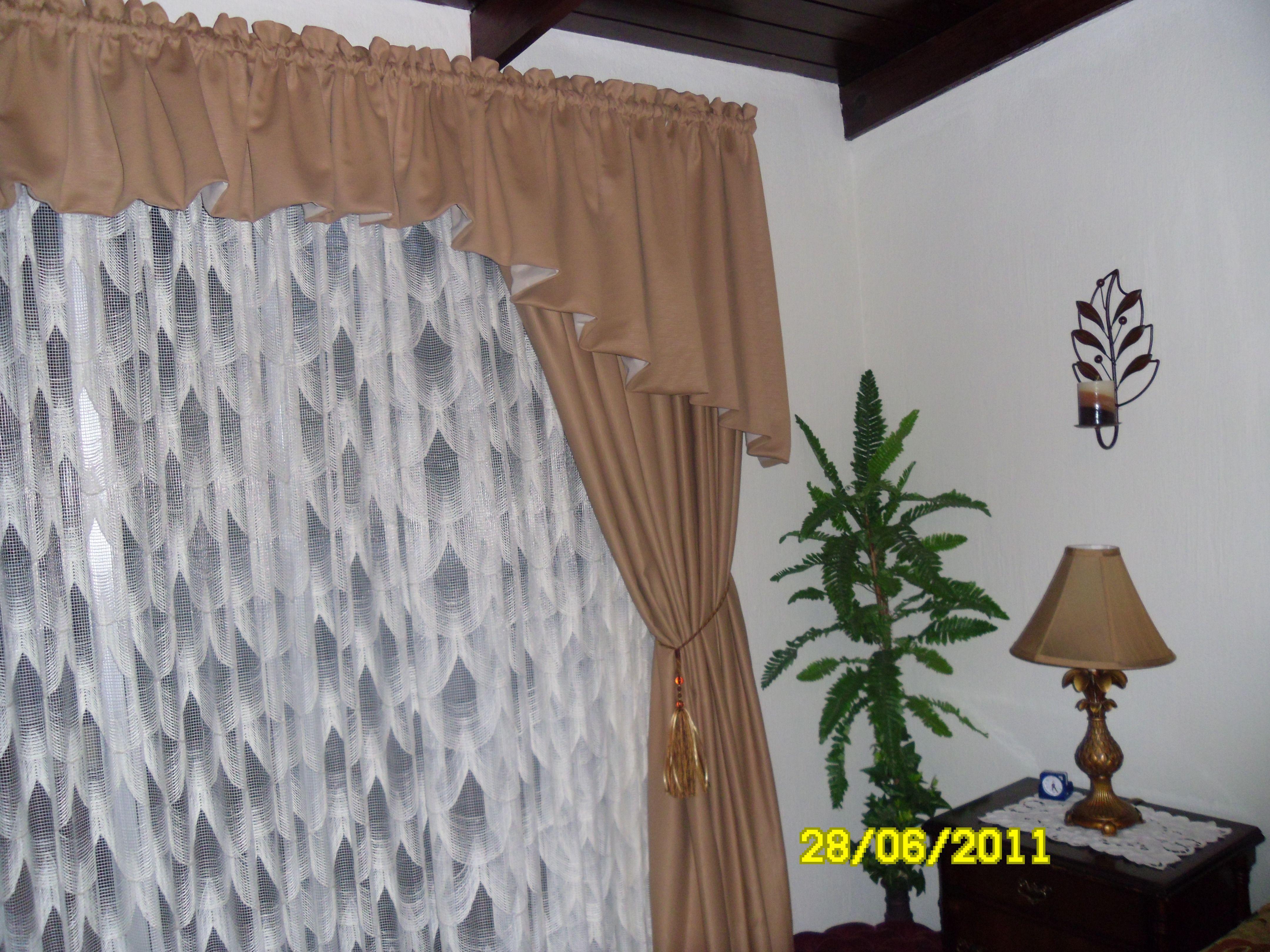 Cortina con tela de encaje complementada con cortina - Cortinas con estilo ...