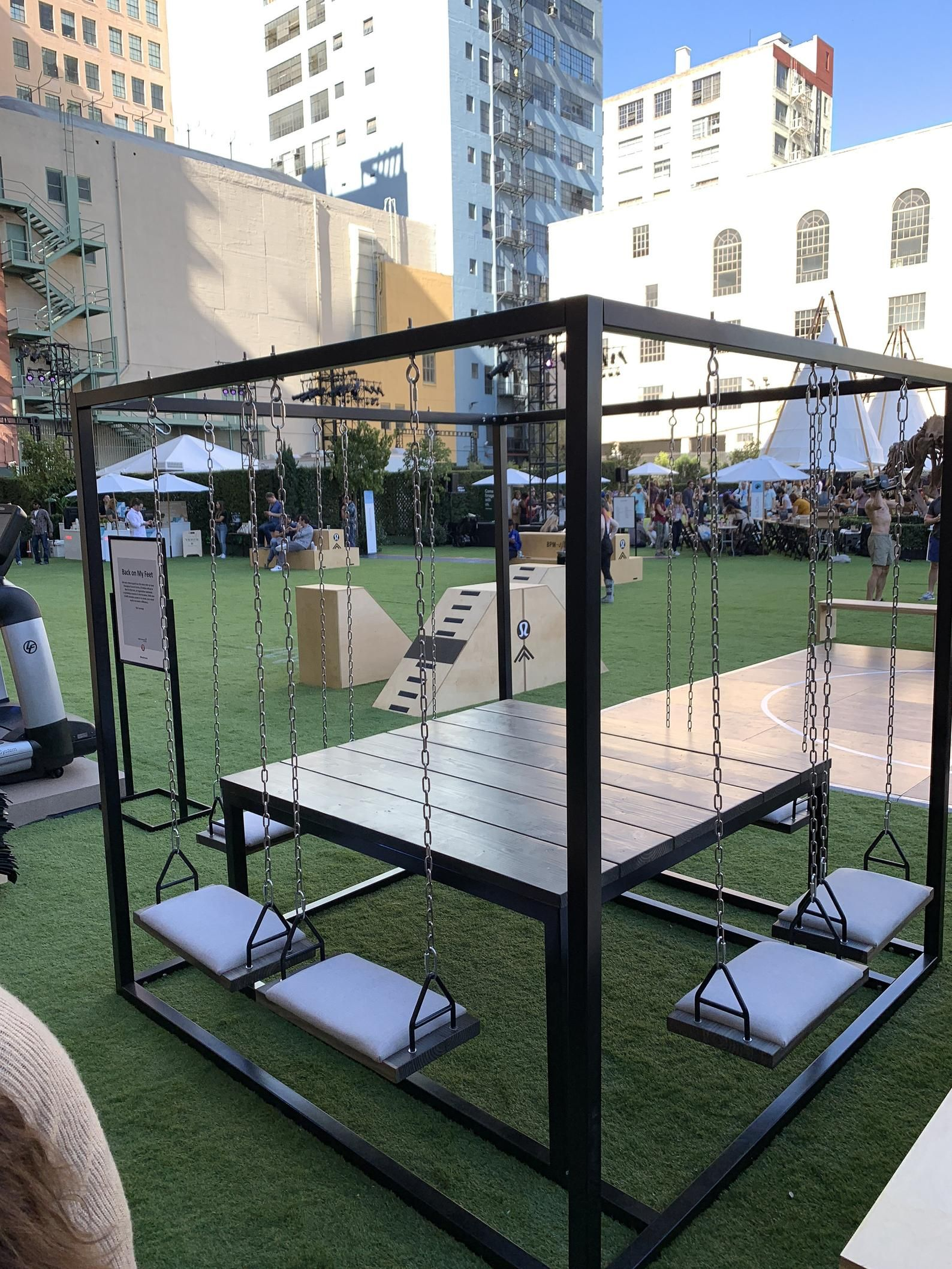 8seater swing table for indoor or outdoor use swing