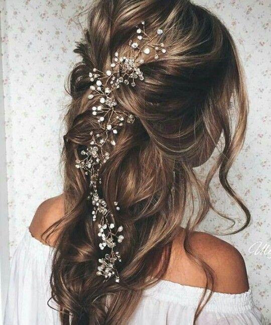 Chignon semi attaché chic et bohème idée coiffure