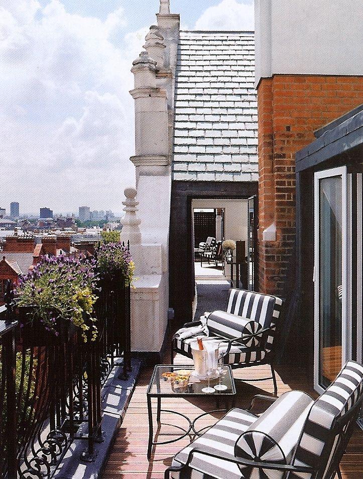 Cute terrace...❤ those striped chairs