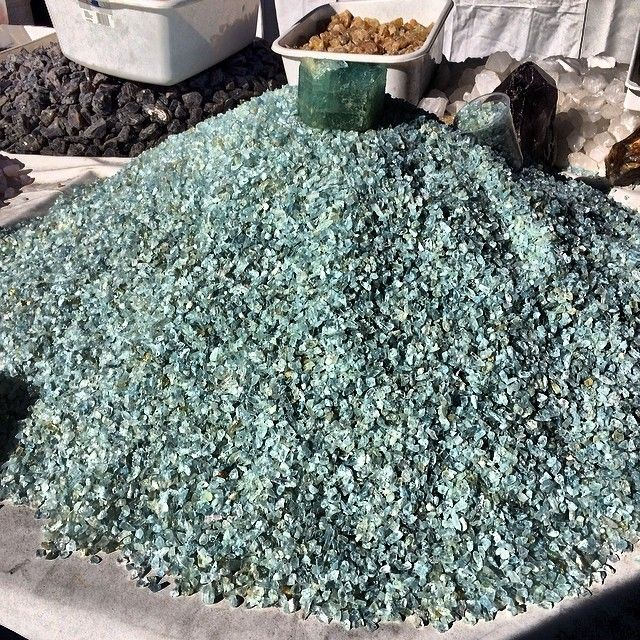 A Pile Of Semi Rough Aquamarines Tucsongemshow Aquamarines At Waffle House Tucson Gem Show Aqua Marine Beautiful Rocks