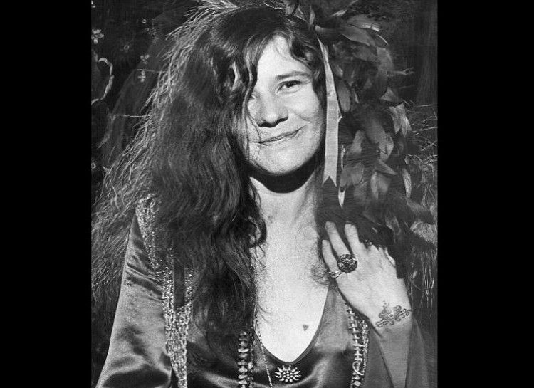 JANIS JOPLIN Janis was a great rock-blues singer of the 60's. She led the way in her genre, and was able to play at the 1969 Woodstock.